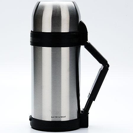 Термос Mayer & Boch, с чашами, 1 л. 2314723147Термос Mayer & Boch изготовлен из высококачественной нержавеющей стали и пластика. Двойная колба сохраняет температуру напитка до 12 часов. Пробка термоса оснащена клапаном. Крышку можно использовать в качестве кружки, ее внутренняя поверхность имеет отделку пластиком, гигиенична и легка в очистке. Изделие дополнено эргономичной раздвижной ручкой. В комплекте имеется пластиковая чаша и съемный ремень для удобной переноски.Практичный и надежный термос пригодится в путешествии, походе и поездке. Не рекомендуется мыть в посудомоечной машине.Высота термоса (с учетом крышки): 26,5 см.Диаметр горлышка термоса: 6,5 см.Диаметр клапана: 4 см.Диаметр крышки: 10,5 см.Высота крышки: 6,5 см.Диаметр пластиковой чаши: 9,5 смВысота пластиковой чаши: 4 см.