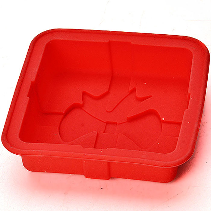 Форма силиконовая, цвет: красный, 12 см х 12 см х 3 см22078_красныйФорма для выпечки кексов ПраздничнаяМатериал: силиконРазмер: 12х12х3 смФорма для выпечки Праздничная изготовлена из силикона. Силиконовые формы для выпечки имеют много преимуществ по сравнению с традиционными металлическими формами и противнями. Они идеально подходят для использования в микроволновых, газовых и электрических печах при температурах до +230°С. В случае заморозки до -40°С. За счет высокой теплопроводности силикона изделия выпекаются заметно быстрее. Благодаря гибкости и антиприлипающим свойствам силикона, готовое изделие легко извлекается из формы. Для этого достаточно отогнуть края и вывернуть форму (выпечке дайте немного остыть, а замороженный продукт лучше вынимать сразу). Силикон абсолютно безвреден для здоровья, не впитывает запахи, не оставляет пятен, легко моется. Форма для выпечки Праздничная - практичный и необходимый подарок любой хозяйке!