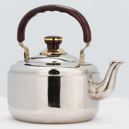 Чайник Mayer & Boch, со свистком, 3 л. 10401040Чайник со свистком Mayer & Boch изготовлен из высококачественной нержавеющей стали, что обеспечивает долговечность использования. Капсульное дно обеспечивает равномерный и быстрый нагрев, поэтому вода закипает гораздо быстрее, чем в обычных чайниках. Носик чайника оснащен откидным свистком, звуковой сигнал которого подскажет, когда закипит вода. Подвижная ручка чайника изготовлена из бакелита.Чайник Mayer & Boch - качественное исполнение и стильное решение для вашей кухни. Подходит для стеклокерамических, газовых и электрических плит. Не подходит для индукционных плит.Высота чайника (без учета ручки и крышки): 11 см.Высота чайника (с учетом ручки и крышки): 23 см.Диаметр чайника (по верхнему краю): 17,5 см.