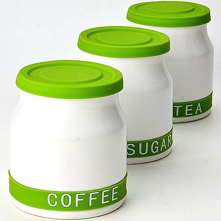 Набор банок для хранения Mayer & Boch, цвет: белый, салатовый, 800 мл, 3 шт21640Набор Mayer & Boch состоит из трех банок для хранения, выполненных из керамики. Банки специально предназначены для хранения сахара, чая и кофе. Изделия оснащены плотно закрывающимися силиконовыми крышками, которые позволяют надолго сохранить аромат продуктов. Такой набор красиво оформит интерьер кухни и позволит компактно хранить сыпучие продукты. Можно мыть в посудомоечной машине.Диаметр банки (по верхнему краю): 10 см. Диаметр основания: 11,5 см.Высота банки (с учетом крышки): 13 см.