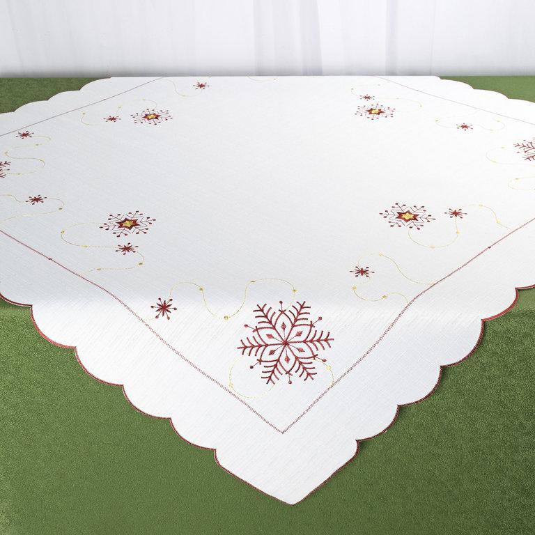 Скатерть Schaefer, квадратная, цвет: белый, бордовый, золотистый, 85 x 85 см 07667-10007667-100Квадратная скатерть Schaefer, выполненная из полиэстера, станет украшением новогоднего стола. Изделие декорировано красиво обработанным волнистым краем и вышивкой в виде снежинок. За текстилем из полиэстера очень легко ухаживать: он легко стирается, не мнется, не садится и быстро сохнет, более долговечен, чем текстиль из натуральных волокон. Использование такой скатерти сделает застолье торжественным, поднимет настроение гостей и приятно удивит их вашим изысканным вкусом. Это текстильное изделие станет украшением вашего дома!