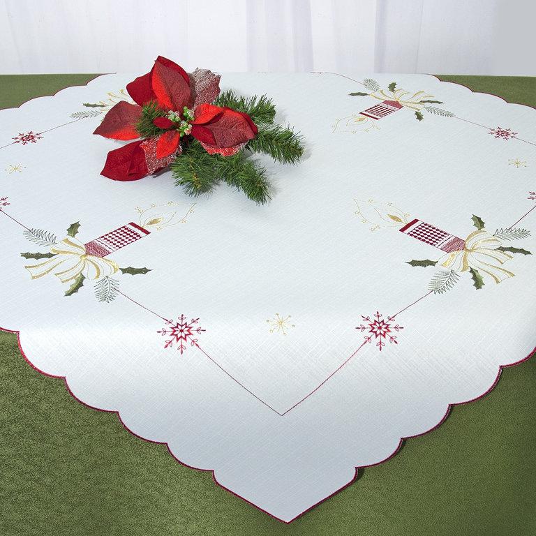 Скатерть Schaefer, квадратная, цвет: белый, красный, зеленый, золотой, 85 x 85 см 07668-10007668-100Квадратная скатерть Schaefer, выполненная из полиэстера, станет прекрасным украшением новогоднего стола. Изделие украшено изящной вышивкой в виде свечей и снежинок. За текстилем из полиэстера очень легко ухаживать: он не мнется, не садится и быстро сохнет, легко стирается, более долговечен, чем текстиль из натуральных волокон.Использование такой скатерти сделает застолье торжественным, поднимет настроение гостей и приятно удивит их вашим изысканным вкусом. Это текстильное изделие станет изысканным украшением вашего дома!