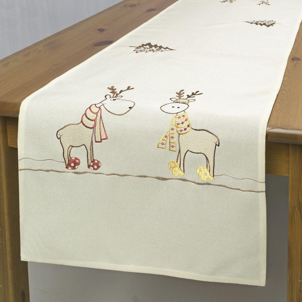 Дорожка для декорирования стола Schaefer, цвет: бежевый, 40 х 140 см 07672-21107672-211Дорожка Schaefer, выполненная из полиэстера, станет изысканным украшением интерьера в преддверии Нового года. Изделие декорировано красивой вышивкой в виде елочек и забавных оленей. Такую дорожку можно использовать для украшения комодов, тумб и столов.За текстилем из полиэстера очень легко ухаживать: он легко стирается, не мнется, не садится и быстро сохнет, более долговечен, чем текстиль из натуральных волокон. Такая дорожка изящно дополнит интерьер вашего дома.