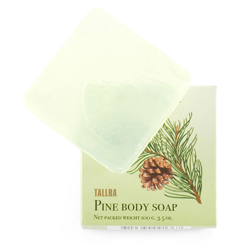 Victoria Soap Tallba Pine Soap Сосновой мыло для тела, 100 г091367Легендарная серия янтарной чистоты глицеринового мыла, вышедшая в далеком 1930 году, идеально подойдет людям, ведущим активный образ жизни. Мыло мгновенно дает густую пену, благодаря высокому содержанию глицерина. Основным компонентом серии является масло хвои, которое эффективно снимает напряжение в мышцах. Аромат окутывает свежими нотами хвои, мяты, мха, мускуса и янтаря. Мыло Талба особенно рекомендуется людям для принятия душа после спортивных тренировок.