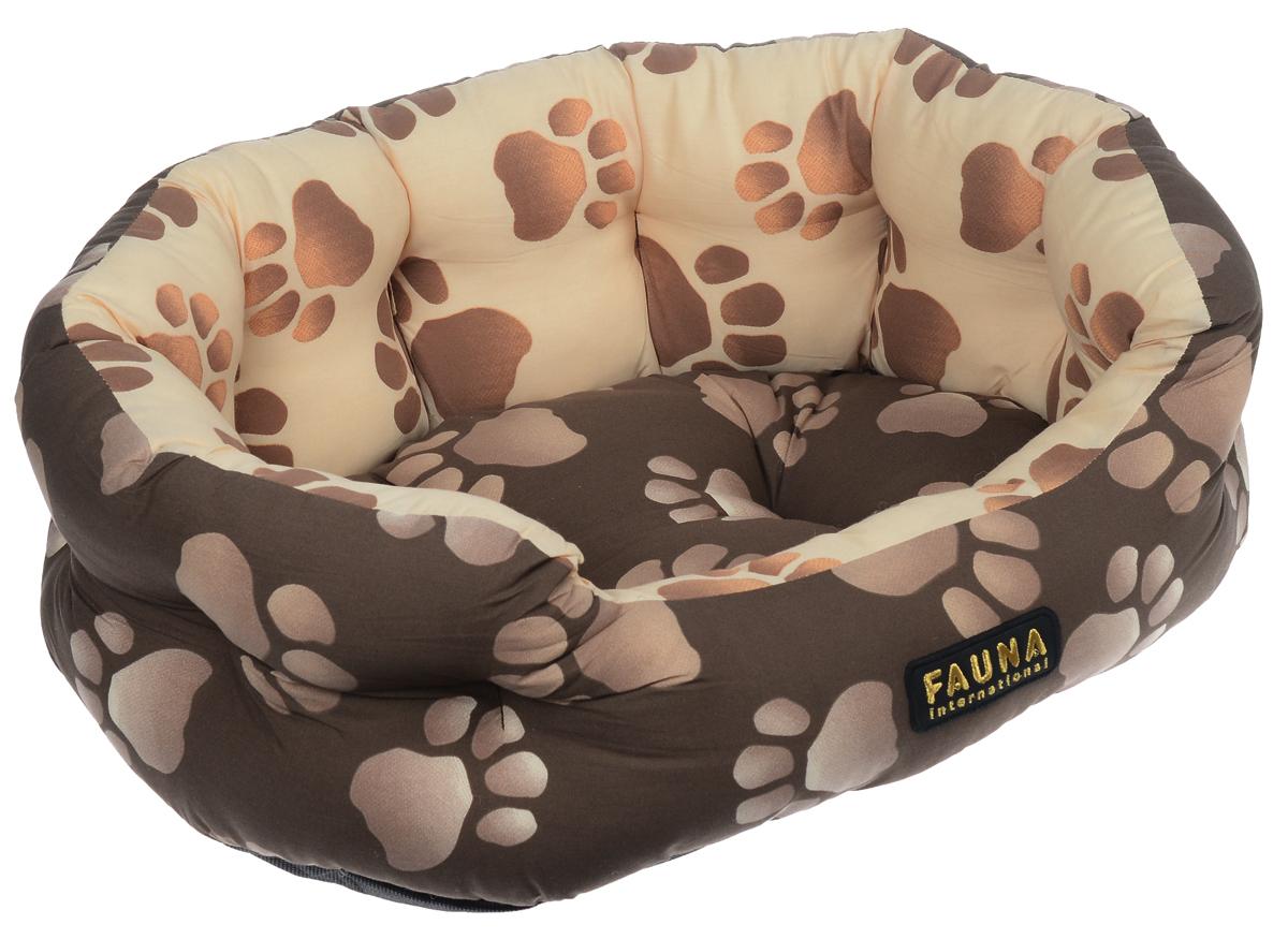 Лежак для собак и кошек Fauna Oasis, цвет: коричневый, бежевый, 57 см х 47 см х 17 смFIDB-0115Лежак для собак и кошек Fauna Oasis предназначен для собак мелких пород икошек. Выполнен из хлопковой ткани, внутри - наполнитель из мебельногопоролона. Такойнаполнитель прекрасно держит форму и сохраняет свои свойства даже послемногократных стирок. Лежак оченьудобный и уютный, он оснащен высокими бортиками и съемной синтепоновойподстилкой. Стежка надежноудерживает синтепон внутри и не позволяет ему скатываться. Ваш любимец сразуже захочет забраться на лежак,там он сможет отдохнуть и подремать в свое удовольствие. Компактные размеры позволят поместить лежак, где угодно, а приятная цветоваягамма сделает егооригинальным дополнением к любому интерьеру.