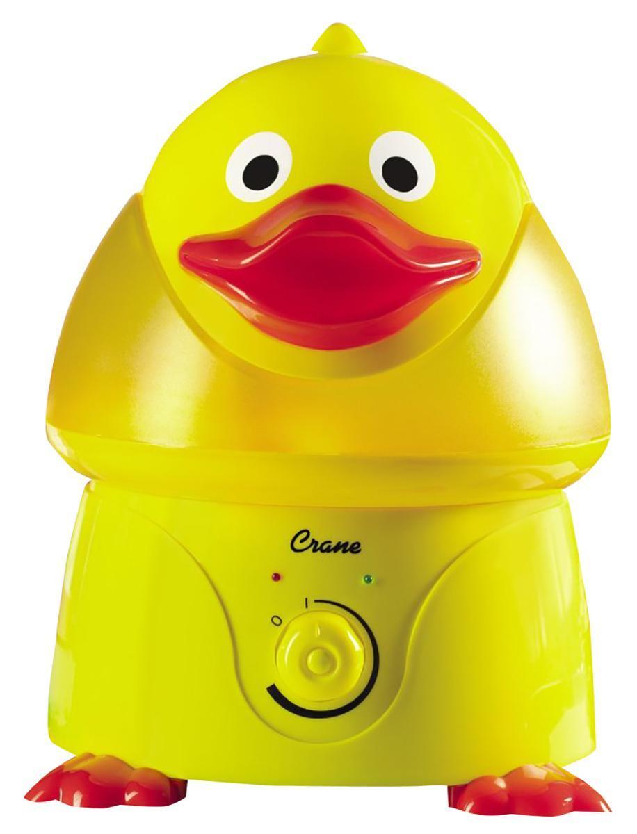 Crane EE-6369 Утенок увлажнитель воздуха854689001724Ультразвуковой увлажнитель воздуха Утенок выполнен в ярком желтом цвете.Водяной туман выходит из центра головы утёнка.Интенсивность выхода пара регулируется при помощи поворотного выключателя.Красный световой индикатор сигнализирует о том, что вода в приборе закончилась.Зеленый световой индикатор сигнализирует о том, что прибор работает.