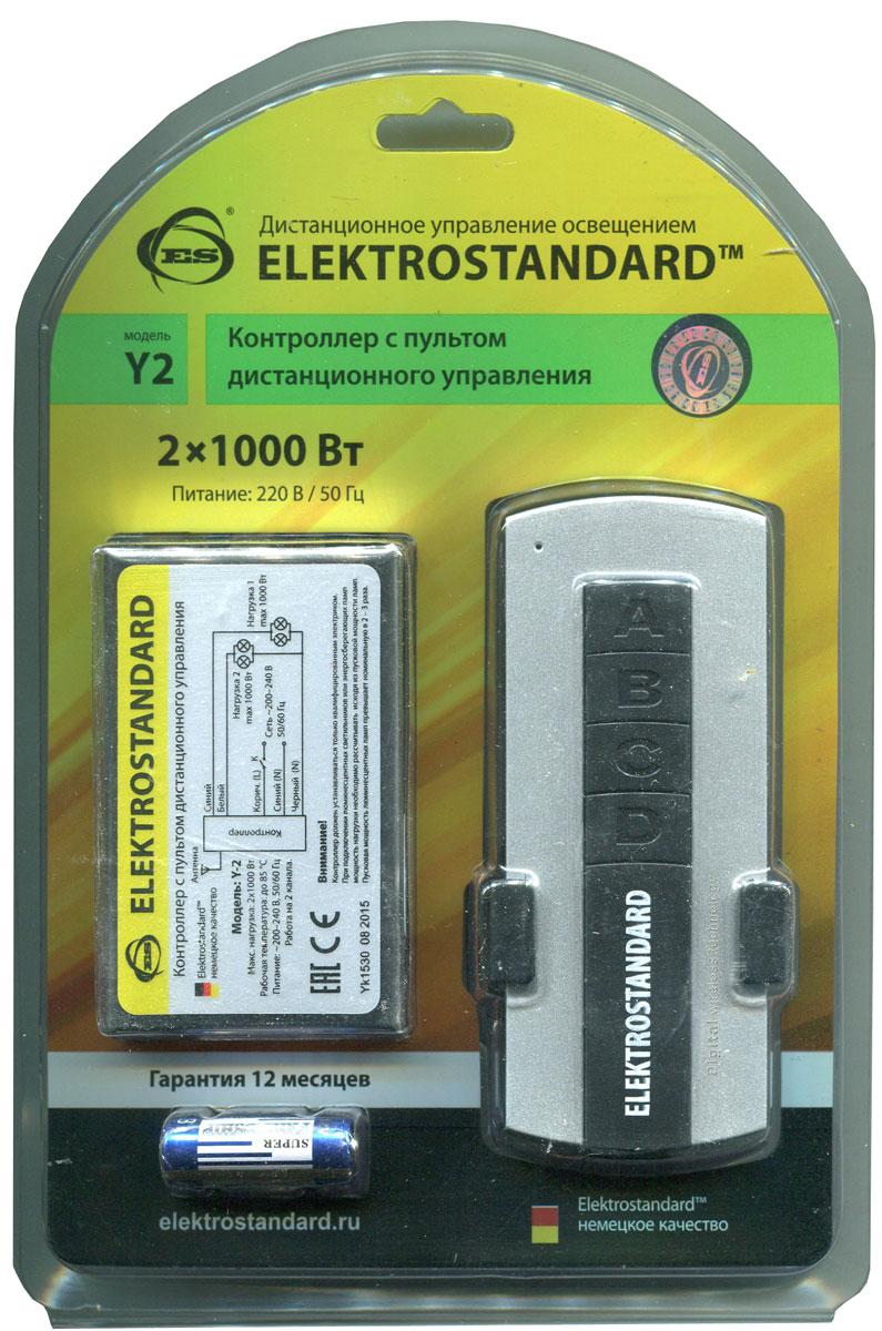 Elektrostandard пульт дистанционного управления электроприборами, 2 каналаa024433Контроллер применяется для дистанционного управления освещением и электрическими приборами. Пульт дистанционного управления не требует чтобы контроллер находился в прямой видимости с контроллером. Программа шифрования радио-сигнала надежно защищает от вмешательства других пультов. В одном помещении может быть установлено несколько контроллеров. Каждый контроллер откликается только на свой пульт.Переключение режимов также осуществляется выключателем без использования ПДУ.При подключении люминесцентных или энергосберегающих лампочек мощность нагрузки необходимо рассчитывать исходя из пусковой мощности. Пусковая мощность люминесцентных ламп превышает номинальную в 2 – 3 раза. Характеристики: Материал: металл, пластик. Максимальная зона действия пульта: 8 метров. Максимальная нагрузка: 2 x 1000 Вт. Питание пульта: 1 х А23 (входит в комплект). Питание контроллера: 220-230 В. Размер упаковки: 19 см х 13 см х 4 см.