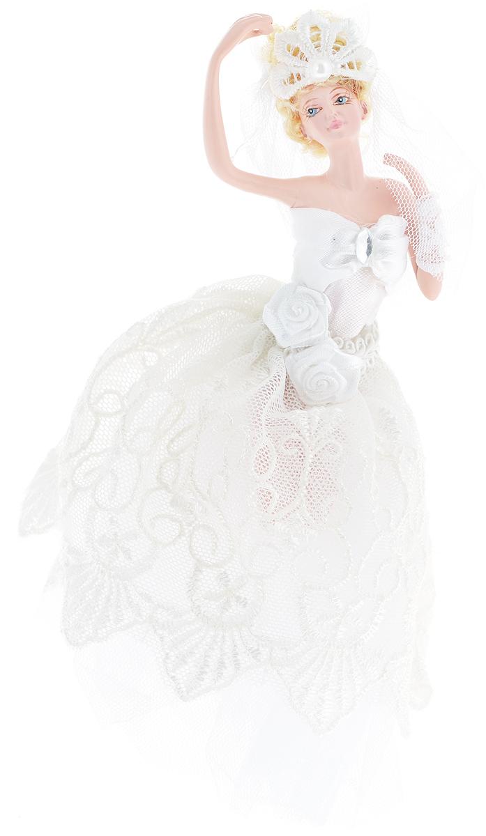 Новогоднее подвесное украшение Erich Krause Прекрасная невеста38534Новогоднее подвесное украшение Erich Krause Прекрасная невеста можно повесить на елку или украсить им интерьер. Изделие выполнено из полирезины в виде девушки в белом свадебном платье и фате. Елочная игрушка - символ Нового года. Она несет в себе волшебство и красоту праздника. Создайте в своем доме атмосферу веселья и радости, украшая всей семьей новогоднюю елку нарядными игрушками, которые будут из года в год накапливать теплоту воспоминаний.