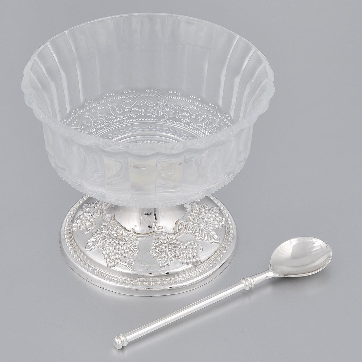 Креманка Marquis, с ложечкой. 1027-MR1027-MRВеликолепная креманка Marquis сочетает в себе изысканный дизайн с максимальной функциональностью. Креманка изготовлена из фигурного стекла. Она устанавливается на оригинальную подставку, выполненную из металла с серебряно-никелевым покрытием. Подставка богато декорирована изображением виноградных гроздей и тонко выполненными деталями в виде стилизованных растений. На дне основания бархатистая ткань для предотвращения скольжения. В комплект входит ложечка.Такая креманка может стать отличным подарком к любому празднику. Она придется по вкусу и ценителям классики, и тем, кто предпочитает утонченность и изысканность.Диаметр по верхнему краю: 11 см.Диаметр основания: 8,5 см.Высота креманки: 9,2 см.Длина ложечки: 11,8 см.