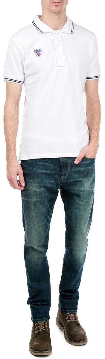 Поло мужское КХЛ, цвет: белый. 261280. Размер XL (52)261280Стильная мужская футболка-поло КХЛ, выполненная из натурального хлопка, обладает высокой теплопроводностью, воздухопроницаемостью и гигроскопичностью, позволяет коже дышать. Модель с короткими рукавами и отложным воротником на груди застегивается на две пуговицы. Рукава понизу дополнены широкими трикотажными резинками. Воротник и рукава оформлены контрастными полосками. На груди модель украшена небольшой вышивкой в виде эмблемы хоккейного клуба.Классический покрой, лаконичный дизайн, безукоризненное качество. В такой футболке вы будете чувствовать себя уверенно и комфортно.