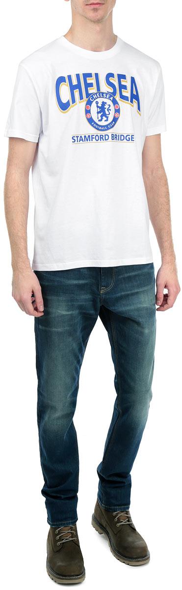 Футболка мужская Chelsea, цвет: белый. 8710. Размер XS (44)8710Стильная мужская футболка Chelsea, выполненная из высококачественного мягкого хлопка, обладает высокой теплопроводностью, воздухопроницаемостью и гигроскопичностью, позволяет коже дышать. Модель с короткими рукавами и круглым вырезом горловины оформлена термоаппликацией в виде эмблемы футбольного клуба, а также надписью Chelsea Stamford Bridge. Горловина дополнена трикотажной эластичной резинкой. В такой футболке вы будете чувствовать себя уверенно и комфортно.