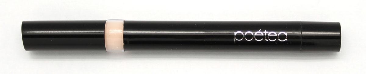 POETEQ Корректор Естественность, тон 11, 2 г7211Активным компонентом является косметический воск. Естественная формула маскирует неровности кожи, смягчает и увлажняет нежную кожу под глазами. Кроме того, в состав корректора входит касторовое и минеральное масла, которыеоблегчают нанесение средства и заживляют мелкие трещинки кожи. После маскирующего карандаша следует наносить тональный крем.