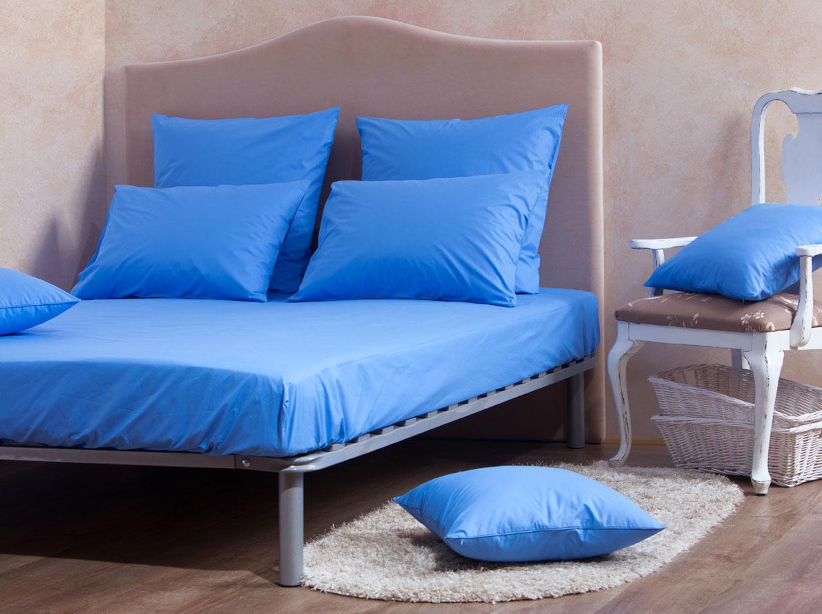 Комплект Mirarossi Gamma di Colori, евро: простыня, 2 наволочки 70х70, цвет: голубой180п-ПНР-1MRКомплект постельного белья Mirarossi Gamma di Colori выполнен из ткани перкаль, произведенной из натурального 100% хлопка. Ткань приятная на ощупь, при этом она прочная, хорошо сохраняет форму и легко гладится. Комплект состоит из простыни на резинке и двух наволочек. Простыня прошита резинкой по всему периметру, что обеспечивает более комфортный отдых, так как она прочно удерживается на матрасе и избавляет от необходимости часто ее поправлять.Простынь подходит для матраса размером: 200 х 180 см. Размер простыни: 212 х 186 х 15 см. Плотность ткани: 135 гр/м2.