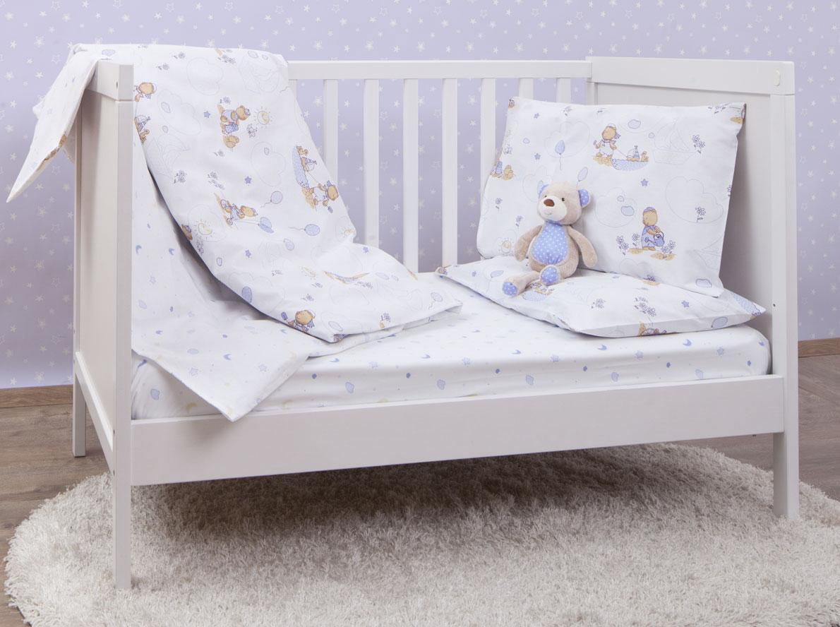MIRAROSSI Комплект детского постельного белья Малыш10р-MR-дКомплект постельного белья Mirarossi Малыш, состоящий из наволочки, простыни и пододеяльника, выполнен из качественного ранфорса, специально для детских кроваток. Комплект постельного белья белого цвета и украшен рисунками с забавным мишкой. Комплект с удобной простыней на резинке рассчитан специально для малышей от 0 до 4 лет. Ранфорс - очень плотная ткань, получаемая в результате полотняного переплетения крученых нитей хлопка. Несмотря на повышенную плотность, этот материал отличается необыкновенной мягкостью и шелковистой фактурой. Высокая плотность материала обеспечивает его долговечность и способность выдерживать многочисленные стирки на протяжении многих лет. Белье при этом продолжает оставаться все таким же ярким и привлекательным, поскольку ранфорс не линяет, не скатывается и не садится. Такой комплект идеально подойдет для кроватки вашего малыша. На нем ребенок будет спать здоровым и крепким сном.