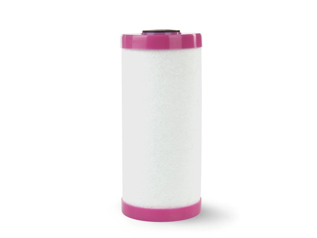 """Картридж Гейзер Fe 10 ВВ.Изготовлен из полипропиленового предфильтра (25-50 мкм), катионообменного материала, кокосового угля с серебром и постфильтра (с размером пор 5 мкм). Используется для очистки железистой воды.Рекомендуется при содержании растворенного железа до 2 мг/л. Возможна регенерация картриджа Fe BB10"""" в 2% растворе уксусной кислоты методом замачивания и последующей интенсивной промывкой чистой водой.Подходит для корпусов стандарта 10ВВ (Big Blue) любых производителей.Ресурс до 30 м3 (при содержании растворенного железа 1 мг/л).Температура воды до 60°С."""