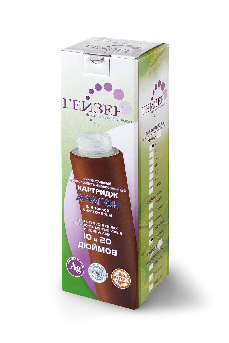 """Наливной фильтр Гейзер """"Дачник"""" предназначен для очистки в бытовых условиях холодной питьевой воды с повышенным содержанием железа. Признаки присутствия железа в воде: хлопья ржавчины, бурый осадок при отстаивании, характерный привкус и запах железа, ржавые подтеки на сантехнике.Кол-во слоев засыпки (снизу вверх):- 1-й слой (активированный уголь). Ресурс 2000 литров; - 2-й слой (осадочный материал). Ресурс 2000 литров; - 3-й слой (кальцит). Ресурс 2000 литров.Назначение засыпок:3-й слой (кальцит). - Окисляет железо.2-й слой (осадочный материал). - Задерживает окисленное железо, осадок в виде хлопьев и пр.). - Также очищает воду от механических примесей, растворимых химических элементов и соединений.3-й слой (активированный уголь). - Устраняет запахи и цветность воды, улучшает ее вкус. - Устраняет железистый привкус, желто-коричневый цвет после кипячения."""