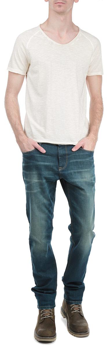 Футболка мужская Tom Tailor Denim, цвет: бежевый. 1033483.63.12_8452. Размер M (48)1033483.63.12_8452Стильная мужская футболка Tom Tailor Denim, выполненная из высококачественного хлопкового материала, обладает высокой воздухопроницаемостью и гигроскопичностью, позволяет коже дышать. Модель с короткими рукавами и круглым вырезом горловины спереди по краю горловины декорирована тремя пластиковыми пуговицами. Горловина, рукава и низ изделия выполнены с необработанным краем. Эта футболка - идеальный вариант для создания эффектного образа.