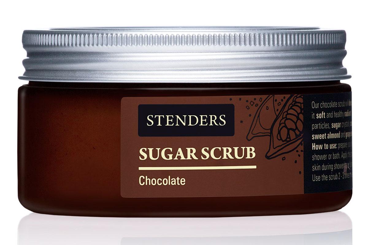 Stenders Сахарный скраб Южный шоколад, 250 гCK05144Этот бодрящий скраб для тела с кристаллами сахара очистит вас от городской серости. Почувствуйте, как частички бодрящего кофе массируют вашу кожу, возвращая ее упругость. Ценные натуральные масла мгновенно смягчают кожу, даря ей бархатистую нежность. Дуэт ароматов кофе и какао наполнит вас энергией для насыщенного дня.Ароматный кофе чаще всего встречается в ежеутренней чашечке кофе, однако мы знаем – он полезен и для вашей кожи. Подготовленные нами частицы молотого кофе великолепно очистят кожу от отмерших клеток и взбодрят вас сильным, таким знакомым ароматом кофе. Масло абрикосовой косточки богато витамином А и минеральными веществами, которые смягчают и увлажняют. С каждым прикосновением масло бережно ухаживает за вашей кожей, снижая риск появления морщинок. Масло абрикосовых косточек придаст коже здоровый и сияющий внешний вид. Масло виноградных косточек особенно хорошо тем, что содержит ненасыщенные жирные кислоты в большой концентрации. Оно придаст жизненную силу вашей коже, тщательно увлажняя и смягчая ее. Питательное масло сладкого миндаля великолепно в косметике, поскольку является полезным даже для самой чувствительной кожи. Оно абсолютно легко впитывается в вашу кожу, смягчая ее.