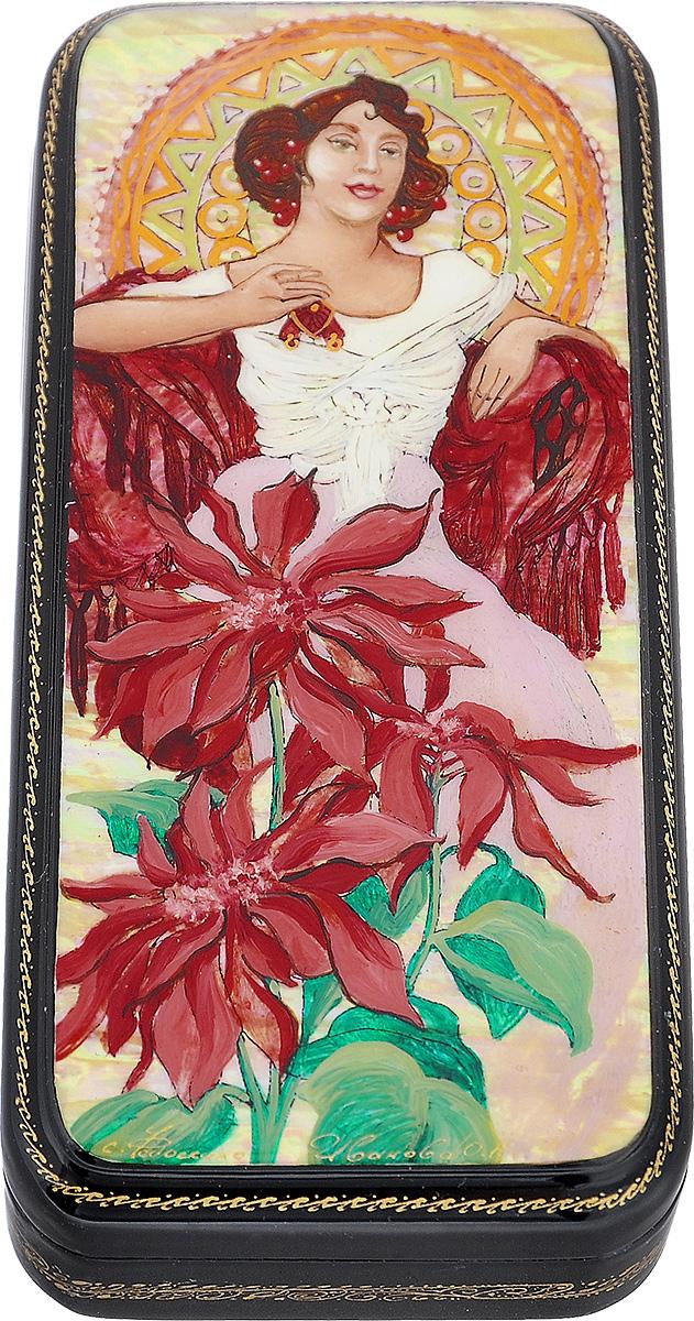"""Лаковая миниатюрная шкатулка ручной работы Федоскино """"Альфонс Муха. Рубин"""" выполнена в форме вертикального пенала. Сюжет на крышке шкатулки - знаменитый """"Рубин"""" от чешского художника Альфонса Муха из серии """"Драгоценные камни"""" (1900 г.). Поверхность шкатулки полностью покрыта натуральным перламутром, благодаря чему шкатулка вся переливается светом в зависимости от освещения. Поверх перламутра - высококачественная роспись, в том числе сусальным золотом. Под изображением и на дне шкатулки имеется авторская подпись. По бокам присутствует тонкий орнамент.  Элегантная шкатулка ручной работы станет оригинальным и практичным украшением интерьера."""