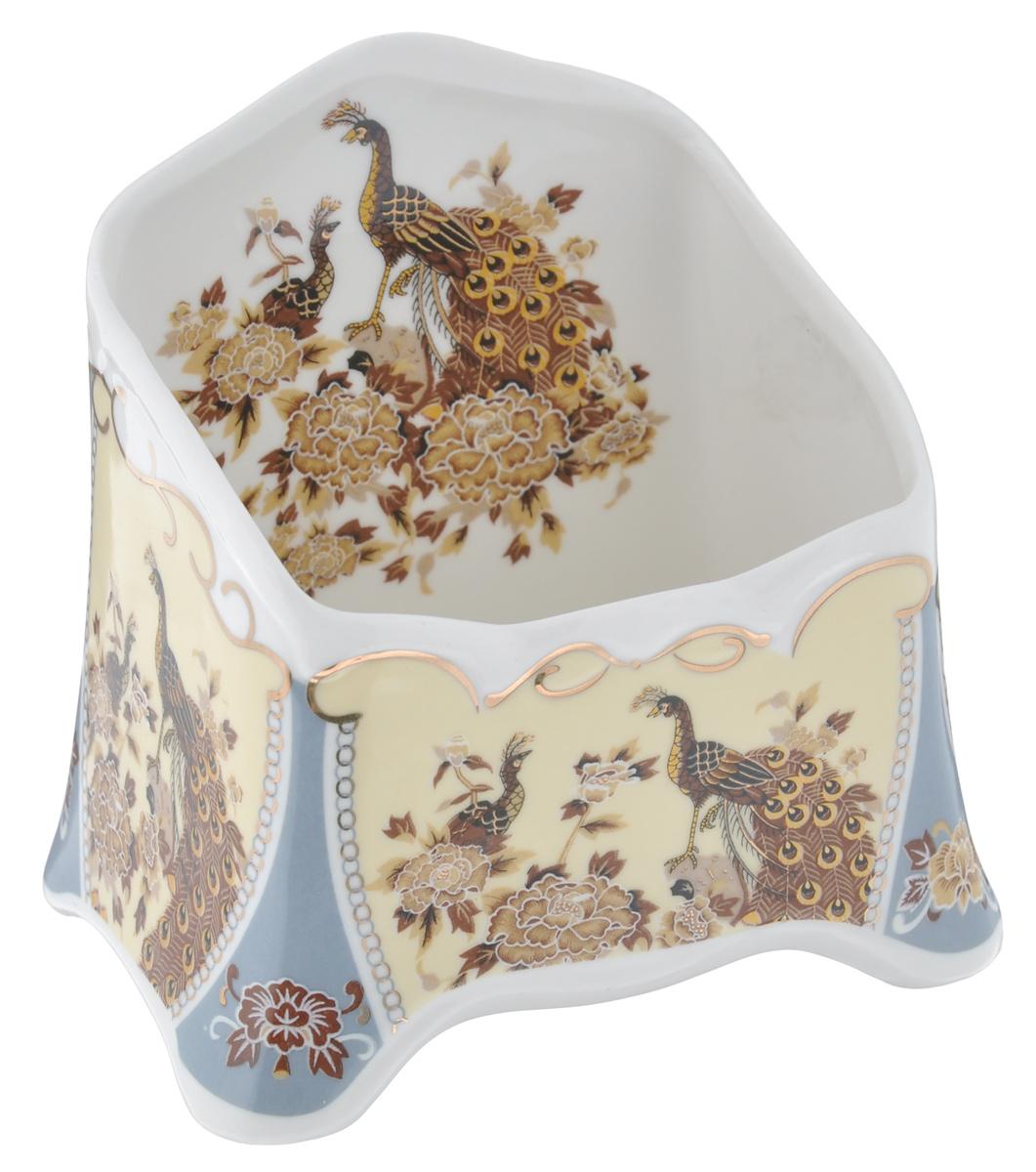 """Сервировочная подставка для чайных пакетиков Elan Gallery """"Павлин"""", изготовленная из высококачественной керамики, порадует вас оригинальностью и дизайном. Изделие декорировано цветочными узорами и яркими изображениями павлинов и цветов.Такая подставка, несомненно, понравится любой хозяйке и украсит интерьер вашей кухни!"""