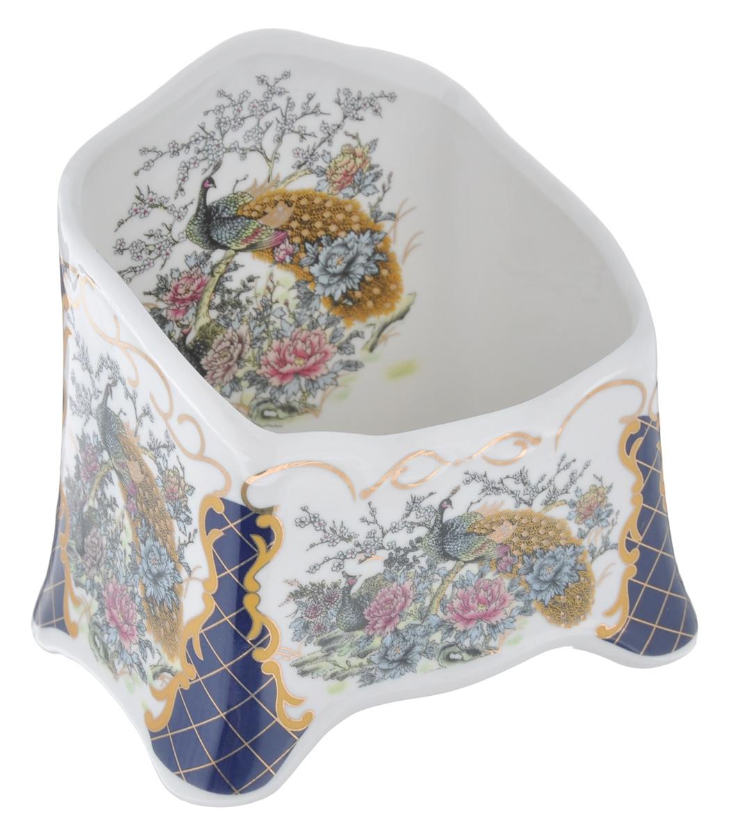 """Подставка сервировочная для чайных пакетиков Elan Gallery """"Павлин"""", изготовленная из высококачественной керамики, порадует вас оригинальностью и дизайном. Изделие декорировано оригинальным рисунком изящными узорами.Такая подставка, несомненно, понравится ценителям прекрасного и украсит интерьер любой кухни!"""