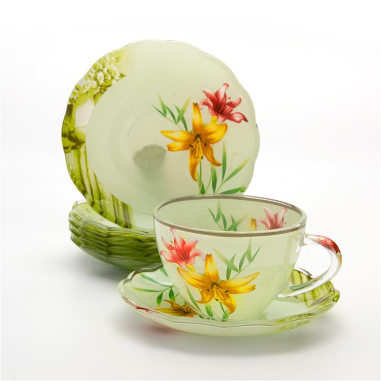 Набор чайный Loraine, 12 предметов. 2412124121Чайный набор Loraine состоит из шести чашек и шести блюдец. Предметы набора изготовлены из высококачественного стекла. Изящные цветочные изображения придают набору стильный внешний вид. Чайный набор изысканного утонченного дизайна украсит интерьер кухни. Прекрасно подойдет как для торжественных случаев, так и для ежедневного использования.Набор упакован в подарочную картонную коробку золотистого цвета. Объем чашки: 200 мл. Диаметр чашки (по верхнему краю): 9,2 см. Высота стенки чашки: 6,5 см.Диаметр блюдца (по верхнему краю): 13,5 см.Высота блюдца: 2 см.