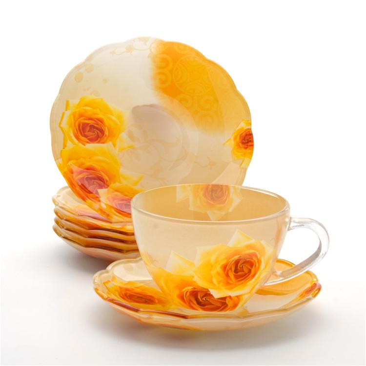 Набор чайный Loraine, 12 предметов. 2412024120Чайный набор Loraine состоит из шести чашек и шести блюдец. Предметы набора изготовлены из высококачественного стекла. Изящные цветочные изображения придают набору стильный внешний вид. Чайный набор изысканного утонченного дизайна украсит интерьер кухни. Прекрасно подойдет как для торжественных случаев, так и для ежедневного использования.Набор упакован в подарочную картонную коробку золотистого цвета. Объем чашки: 200 мл. Диаметр чашки (по верхнему краю): 9,2 см. Высота стенки чашки: 6,5 см.Диаметр блюдца (по верхнему краю): 13,5 см.Высота блюдца: 2 см.
