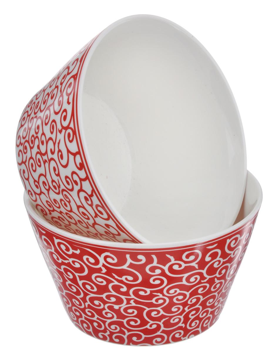 Набор салатников Elan Gallery Арабески, цвет: белый, красный, 2 шт250094Элегантный набор Elan Gallery Арабески состоит из двух круглых салатников. Изделия выполнены из высококачественной керамики и оформлены изящными узорами. Такие салатники прекрасно подходят для сервировки различных закусок, подачи салатов из свежих овощей, фруктов и многого другого.Набор Elan Gallery Арабески прекрасно оформит праздничный стол и удивит вас изысканным дизайном. Диаметр салатника (по верхнему краю): 13,5 см.Высота стенки: 7,5 см.Объем: 500 мл.