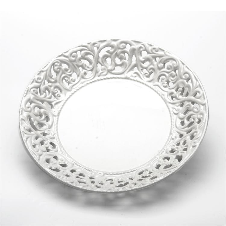 Блюдо Loraine Ажур, цвет: белый, диаметр 20 см23802Блюдо Loraine Ажур, изготовленное извысококачественного доломита, украшенооригинальным узором. Стильная форма и интересноеисполнение идеальновпишутся в любой стиль, ауниверсальный белый цвет подойдет к любому интерьеру.