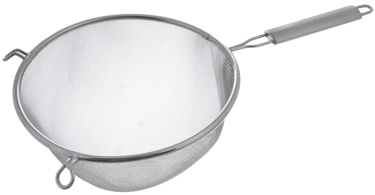 Сито Sam Mei, с ручкой, диаметр 21 смSM106BRL-20Сито Sam Mei, выполненное из высококачественной нержавеющей стали, станет незаменимым аксессуаром на вашей кухне. Изделие идеально подходит для мытья и обсушивания салатов, зелени, овощей, фруктов и многого другого.Прочная стальная сетка и корпус обеспечивают изделию износостойкость и долговечность. Сито имеет эргономичную ручку и снабжено небольшим отверстием, благодаря которому изделие можно подвесить в удобном месте.Такое сито станет достойным дополнением к кухонному инвентарю.Диаметр рабочей поверхности: 21 см.Длина (с учетом ручки): 40 см. Высота стенок: 12 см.