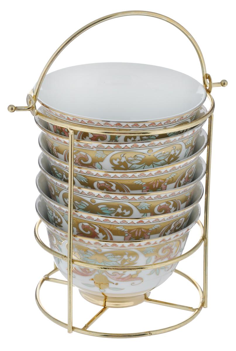 Набор салатниц Loraine, 7 предметов. 2058420584Набор Loraine, состоящий из шести салатниц и подставки, сочетает в себе изысканный дизайн с максимальной функциональностью. Нежный цветочный рисунок придает набору особый шарм. Салатницы выполнены из высококачественной керамики. Изделия подходят для горячей и холодной пищи. Можно мыть в посудомоечной машине. Диаметр салатниц по верхнему краю: 10 см. Диаметр дна: 4,5 см. Высота салатниц: 6 см. Диаметр подставки: 11 см. Высота подставки: 14,5 см.