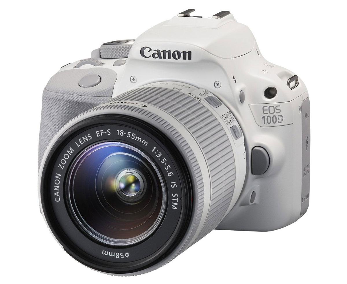 Canon EOS 100D Kit 18-55 IS STM, White цифровая зеркальная фотокамера9124B001Canon EOS 100D - это универсальная, быстро реагирующая цифровая зеркальная камера, достаточно компактная и легкая, чтобы ее можно было всегда носить с собой. Снимайте 18-мегапиксельные фотографии и видео в формате Full HD, где бы вы ни находились, и получайте отличные результаты даже при низкой освещенности: максимальная чувствительность ISO составляет 12800 (с возможностью расширения до ISO 25600), что позволяет снимать фотографии с низким уровнем шума, которые отлично передают атмосферу.Простая и удобная в использовании:Компонуйте фотографии с помощью яркого и быстро реагирующего оптического видоискателя или управляйте камерой с помощью сенсорного экрана с переменным углом наклона Clear View II с соотношением сторон 3:2 на 1 040 000 точек. Навигация по меню, просмотр изображений, и даже фокусировка и съемка с помощью касания, сведения пальцев и перетаскивания.Простота управления:Технология интеллектуального сценарного режима Canon анализирует сцену и автоматически задает наиболее подходящие настройки камеры. А по мере развития ваших навыков фотографии встроенное руководство по функциям поможет вам использовать камеру максимально эффективно.Съемка видео в формате Full HD:Снимайте высококачественное видео с разрешением до Full-HD (1080p). Управляйте экспозицией, фокусировкой, звуком и многим другим, а также используйте режим Video Snapshot для редактирования серий видео в камере. Гибридный CMOS-автофокус II обеспечивает непрерывную фокусировку, идеально подходит для четкой съемки быстро движущихся объектов.Съемка динамичных сцен:Отслеживайте и снимайте быстро движущиеся объекты на скорости 4 кадра/с и используйте девять точек автофокусировки для легкой и точной фокусировки даже на предметах, смещенных относительно центра.Следующие шаги в области творчества:Раскройте свои творческие способности с помощью одного из творческих фильтров EOS 100D. Съемка с дополнительным эффектом позволяет делат