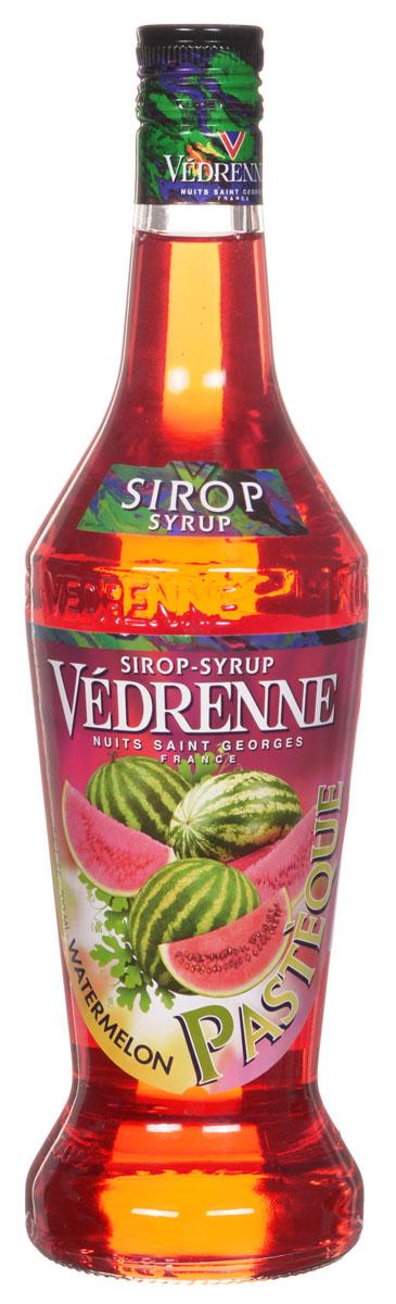 Vedrenne Арбуз сироп, 0,7 лSVDRPA-070B01Арбуз испокон веков считался настоящим ягодным шедевром и утонченным деликатесом. Свое русское название эта ягода получила от тюркского слова karpuz, что в буквальном переводе означает - огурец величиной с осла. И действительно, арбуз — одна из самых крупных ягод в мире. Употребляют этот продукт в основном в летний период, который, как известно, длится всего три месяца. В другие сезоны, когда ягода недоступна, на помощь придет сироп Арбуз, который подарит вам незабываемые воспоминания о жарком лете.Сироп Арбуз обладает насыщенным ярко-красным цветом, который приятно оттеняется оранжевыми отблесками. Он характеризуется сладким освежающим вкусом.Сиропы изготавливаются на основе натурального растительного сырья, фруктовых и ягодных соков прямого отжима, цитрусовых настоев, а также с использованием очищенной воды без вредных примесей, что позволяет выдержать все ценные и полезные свойства натуральных фруктово-ягодных плодов и трав. В состав сиропов входит только натуральный сахар, произведенный по традиционной технологии из сахарозы. Благодаря высокому содержанию концентрированного фруктового сока, сиропы Vedrenne обладают изысканным ароматом и натуральным вкусом, являются эффективным подсластителем при незначительной калорийности. Они оптимизируют уровень влажности и процесс кристаллизации десертов, хорошо смешиваются с другими ингредиентами и способствуют улучшению вкусовых качеств напитков и десертов.Сиропы Vedrenne разливаются в стеклянные бутылки с яркими этикетками, на которых изображен фрукт, ягода или другой ингредиент, определяющий вкусовые оттенки того или иного продукта Vedrenne. Емкости с сиропами Vedrenne герметичны, поэтому не позволяют содержимому контактировать с микроорганизмами и другими губительными внешними воздействиями. Кроме того, стеклянные бутылки выглядят оригинально и стильно.В настоящее время компания Vedrenne считается одним из лучших производителей высококлассных сиропов, отличающихся натуральным вкус