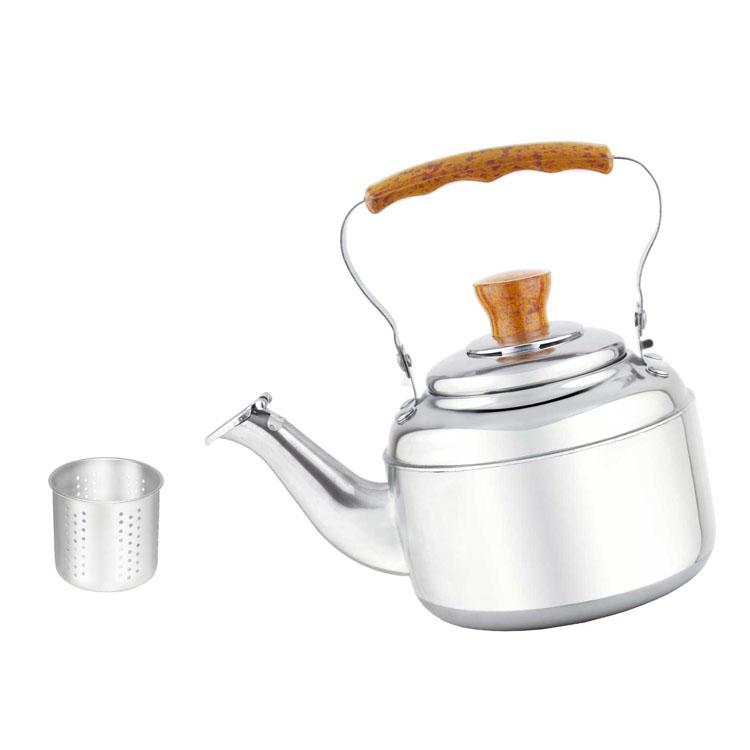 """Чайник """"Mayer & Boch"""" выполнен из нержавеющей стали высокой прочности с глянцевой полировкой. Изделие оснащено откидным свистком, который громко оповестит о закипании воды. Удобная эргономичная ручка и крышка выполнены из бакелита. Внутри изделия установлен фильтр из нержавеющей стали, который задерживает чаинки и предотвращает их попадание в чашку. Такой чайник идеально впишется в интерьер любой кухни и станет замечательным подарком к любому случаю. Подходит для газовых, электрических и стеклокерамических плит. Диаметр чайника (по верхнему краю): 8 см. Высота чайника (без учета ручки и крышки): 9,5 см. Высота чайник (с учетом ручки и крышки): 17,5 см. Высота фильтра: 5 см."""