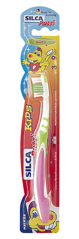 Silca Putzi Зубная щетка мягкая Kids от 3 до 9 лет161SILCA Putzi Kids – зубная щетка оригинального дизайна для детей от 3 до 9 лет.Маленькая головка и мягкая щетина идеально подходит для ежедневного уходаза молочными и первыми постоянными зубами. Удобно изогнутая ручкавыполнена из яркого, мягкого пластика. Необычное оформление щеткипривлекает внимание детей, превращая щетку в любимую игрушку и делаяпроцесс чистки зубов увлекательным. Укороченная головка щетки с разноуровневой мягкой щетиной и широкой мягкойокантовкой обеспечивает бережный уход за молочными и первымипостоянными зубами. Силовой выступ предназначен для очищения межзубных промежутков итруднодоступных мест. Короткие щетинки основного чистящего поля эффективно удаляют налет сжевательных поверхностей. Удлиненные наклонные внешние щетинки очищают гладкие поверхности,десневой желобок и мягко массируют десны. Абсолютно закругленная щетина не травмирует десны. При производствещетины используется высококачественное волокно Tynex компании DuPont. Эргономичная трехкомпонентная ручка с упором для большого пальца,нескользящим покрытием и мягким закругленным кончиком.