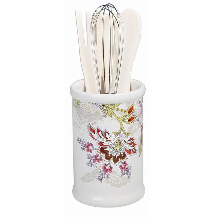 Набор кухонных принадлежностей Loraine, 5 предметов24842Набор кухонных принадлежностей Loraine состоит из ложки, лопатки, вилки, венчика и подставки. Ложка, вилка и лопатка выполнены из натурального дерева. Венчик выполнен из металла. Все изделия удобно располагаются на керамической подставке в виде вазы, украшенной красочным цветочным изображением. Эксклюзивный дизайн, эстетичность и функциональность набора Loraine позволят ему занять достойное место среди кухонного инвентаря. Размер рабочей поверхности ложки: 4,5 см х 3,3 см х 0,3 см. Длина ложки: 20,5 см. Размер рабочей поверхности вилки: 6 см х 2,7 см х 0,3 см. Длина вилки: 20,5 см. Размер рабочей поверхности лопатки: 6,5 см х 3 см х 0,3 см. Длина лопатки: 20,5 см. Длина венчика: 20,5 см. Диаметр подставки (по верхнему краю): 8 см. Высота подставки: 12,5 см.