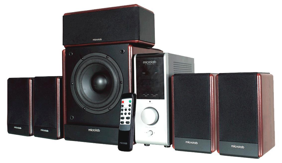 Microlab FC730 акустическая система69062Microlab FC-730 – это компактная 6-канальная акустическая система классического дизайна. Модель отлично подходит для многоканальной музыки, многоканальных игр и фильмов, ее мощности достаточно для озвучивания среднего по размерам помещения. В данной системе достаточно внимания уделено хорошему и достоверному звучанию. Это и использование фирменной технологии EAirbass, улучшающей звучание низких частот и делающее его более точным и достоверным, и использование широкополосных динамиков серии FineCone, и использование MDF для производства корпуса колонок. К этому добавлен вынесенный усилитель (снижающий возможные помехи) и удобный пульт дистанционного управления. В итоге мы получаем удобную и простую в управлении систему с хорошим и достоверным звучанием. К данной модели можно одновременно подключить несколько источников звука (например, компьютер и DVD проигрыватель). Выбор источника звука осуществляется одной кнопкой, без переключения проводов.