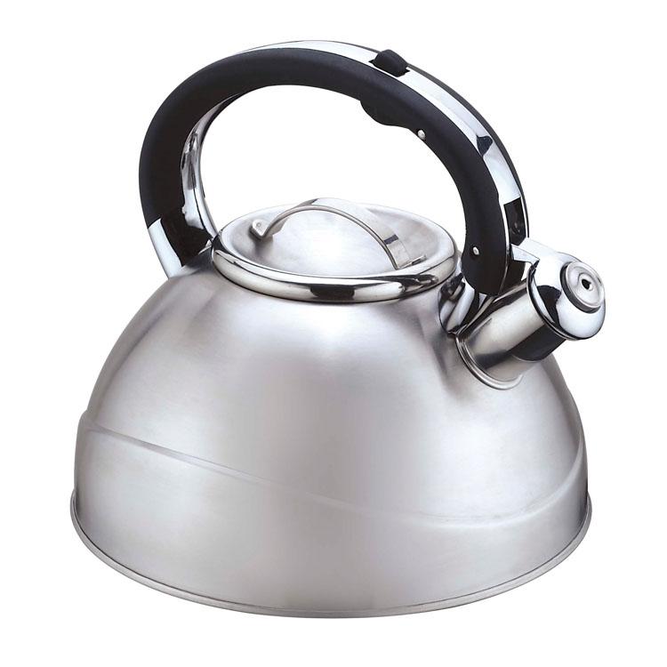 Чайник Mayer & Boch, со свистком, 3 л. 2241222412Чайник со свистком Mayer & Boch изготовлен из высококачественной нержавеющей стали, что обеспечивает долговечность использования. Капсульное дно обеспечивает равномерный и быстрый нагрев, поэтому вода закипает гораздо быстрее, чем в обычных чайниках. Носик чайника оснащен откидным свистком, звуковой сигнал которого подскажет, когда закипит вода. Свисток открывается нажатием кнопки на ручке, сделанной из бакелита.Чайник Mayer & Boch - качественное исполнение и стильное решение для вашей кухни. Подходит для всех типов плит, включая индукционные. Можно мыть в посудомоечной машине. Высота чайника (без учета ручки и крышки): 12,5 см.Высота чайника (с учетом ручки и крышки): 21 см.Диаметр чайника (по верхнему краю): 10 см.