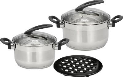 Набор кухонной посуды Calve, с подставкой, цвет: серебристый, 5 предметовCL-1808Набор Calve состоит из 2 кастрюль с крышками и бакелитовой подставки. Изделия изготовлены из высококачественной нержавеющей стали. Комбинированная зеркальная и матовая полировка придает посуде безупречный внешний вид.Благодаря уникальной конструкции дна, тепло, проходя через металл, равномерно распределяется по стенкам посуды. Для приготовления пищи в такой посуде требуется минимальное количество масла, тем самым уменьшается риск потери витаминов и минералов в процессе термообработки продуктов. Крышки выполнены из жаростойкого прозрачного стекла, оснащены ручкой, металлическим ободом и отверстием для выпуска пара. Такие крышки позволяют следить за процессом приготовления пищи без потери тепла. Они плотно прилегают к краю и сохраняют аромат блюд. Бакелитовая подставка позволит без опасения поставить кастрюлю на любую поверхность.Подходит для всех типов плит, включая индукционные. Можно мыть в посудомоечной машине.Объем кастрюль: 2,7 л; 3,6 л. Диаметр кастрюль: 18 см; 20 см.
