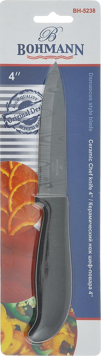 Нож универсальный Bohmann, керамический, длина лезвия 10 см. 5238BH5238BHНож Bohmann изготовлен из высококачественной керамики черного цвета с дамасским узором. Такой нож отлично подходит для нарезки мяса, измельчения овощей, фруктов. Керамическая поверхность значительно улучшает гигиенические свойства ножа и уменьшает процесс окисления, помогая сохранить полезные свойства продукта. Он очень легкий и абсолютно не ржавеет. Эргономичная рукоятка ножа выполнена из пластика черного цвета. Керамический нож Bohmann предоставит вам все необходимые возможности в успешном приготовлении пищи. Не резать на стеклянных и металлических поверхностях. Желательно использовать пластиковые и деревянные разделочные доски. Не рубить кости и замороженные продукты. Можно мыть в посудомоечной машине. Общая длина ножа: 21,5 см.