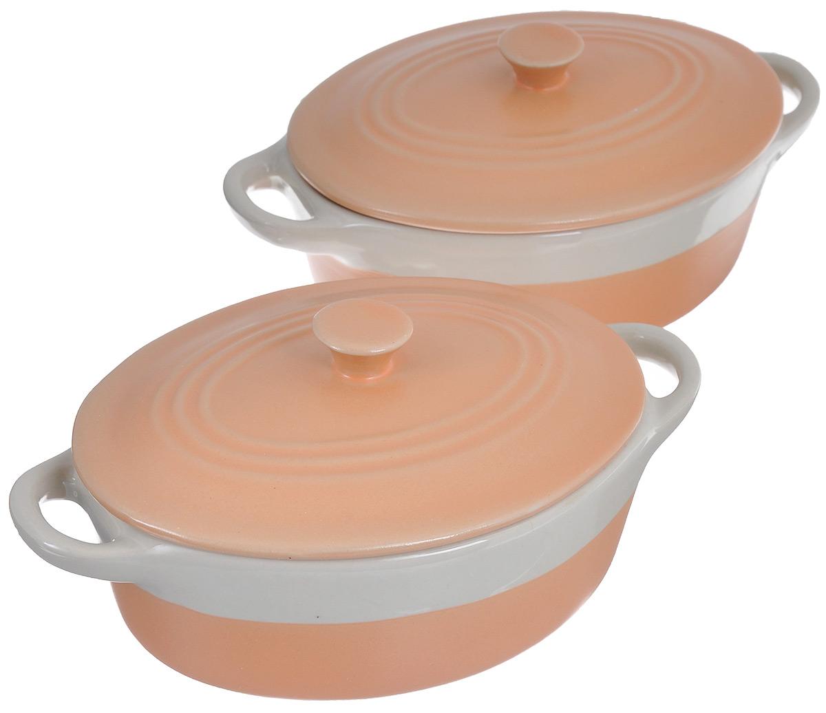 Набор жаровен Mayer & Boch с крышками, цвет: оранжевый, бежевый, 300 мл, 2 шт24493Жаровня Mayer & Boch изготовлена из керамики. Материал устойчив к образованию пятен, не пропускает запах. Изделие оснащено крышкой и двумя удобными ручками по бокам. Пища, приготовленная в керамической посуде, сохраняет свои вкусовые качества, а благодаря экологической чистоте материала, не может нанести вред здоровью человека. Керамика - один из самых лучших материалов, который удерживает тепло, медленно и равномерно его распределяет. В комплекте 2 жаровни.Подходит для использования в микроволновой печи и духовом шкафу. Можно мыть в посудомоечной машине. Размер жаровни по верхнему краю (с учетом ручек): 17 см х 10,5 см.Высота жаровни без учета крышки: 5 см.