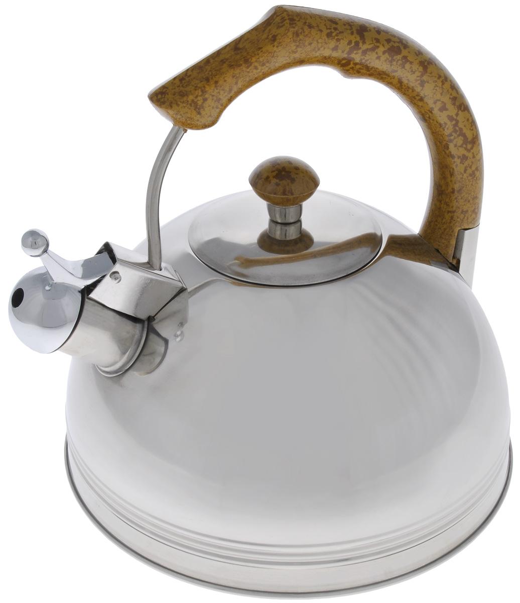 Чайник Mayer & Boch, со свистком, 2,5 л. 60886088Чайник Mayer & Boch выполнен из высококачественной нержавеющей стали, что делает его весьма гигиеничным и устойчивым к износу при длительном использовании. Капсулированное дно с прослойкой из алюминия обеспечивает наилучшее распределение тепла. Носик чайника оснащен насадкой-свистком, что позволит вам контролировать процесс подогрева или кипячения воды. Фиксированная ручка, изготовленная из бакелита в цвет дерева, делает использование чайника очень удобным и безопасным. Поверхность чайника гладкая, что облегчает уход за ним. Эстетичный и функциональный, с эксклюзивным дизайном, чайник будет оригинально смотреться в любом интерьере.Подходит для всех типов плит, кроме индукционных. Можно мыть в посудомоечной машине.Высота чайника (без учета ручки и крышки): 8,5 см.Высота чайника (с учетом ручки и крышки): 21 см.Диаметр чайника (по верхнему краю): 11,5 см.