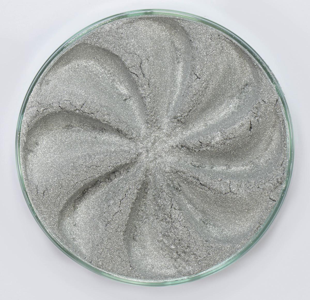Era Minerals Минеральные Тени для век Frost тон F50 (искрящийся металлик), 4 млEYF50Тени для век Frost в своем покрытии и исполнении варьируются от мерцающих и морозных до ослепляющих словно блеск снежного кристалла. Яркие, уникальные и многоуровневые оттенки этой формулы с неотразимым эффектом прерывистого света подчеркнут красоту любых глаз.Сильные и яркие минеральные пигментыМожно наносить как влажным, так и сухим способомБез отдушек и содержания масел, для всех типов кожиДерматологически протестировано, не аллергенноНе тестировано на животныхВес нетто 1г (стандартный размер)