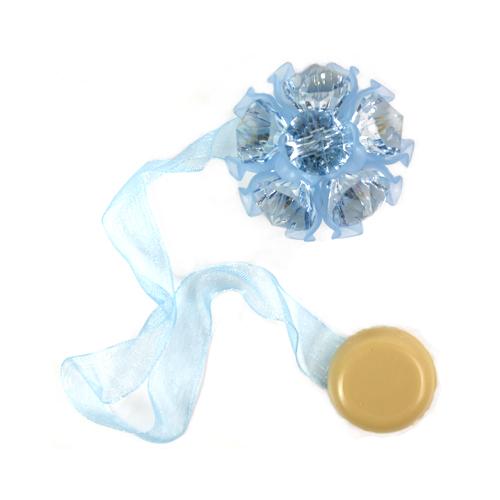 Клипса-магнит для штор Астра, цвет: голубой, 2 шт7713413_8099 голубойКлипса-магнит Астра, изготовленная из акрила и текстиля, предназначена для придания формы шторам. Изделие представляет собой два магнита, расположенные на разных концах текстильной ленты. Один из магнитов оформлен декоративным цветком. С помощью такой магнитной клипсы можно зафиксировать портьеры, придать им требуемое положение, сделать складки симметричными или приблизить портьеры, скрепить их. Клипсы для штор являются универсальным изделием, которое превосходно подойдет как для штор в детской комнате, так и для штор в гостиной. Следует отметить, что клипсы для штор выполняют не только практическую функцию, но также являются одной из основных деталей декора этого изделия, которая придает шторам восхитительный, стильный внешний вид.Диаметр декоративного цветка: 4,5 см.Диаметр магнита: 2 см.Длина ленты: 27 см.