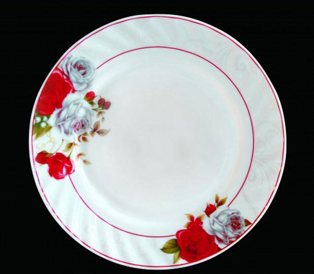 Тарелка обеденная Chinbull Классик, диаметр 23 смHP-90/6627Обеденная тарелка Chinbull Классик, изготовленная из высококачественной стеклокерамики, украшена ярким цветочным рисунком. Изящный дизайн придется по вкусу и ценителям классики, и тем, кто предпочитает утонченность. Тарелка Chinbull Классик идеально подойдет для сервировки стола и станет отличным подарком к любому празднику.Диаметр (по верхнему краю): 23 см.