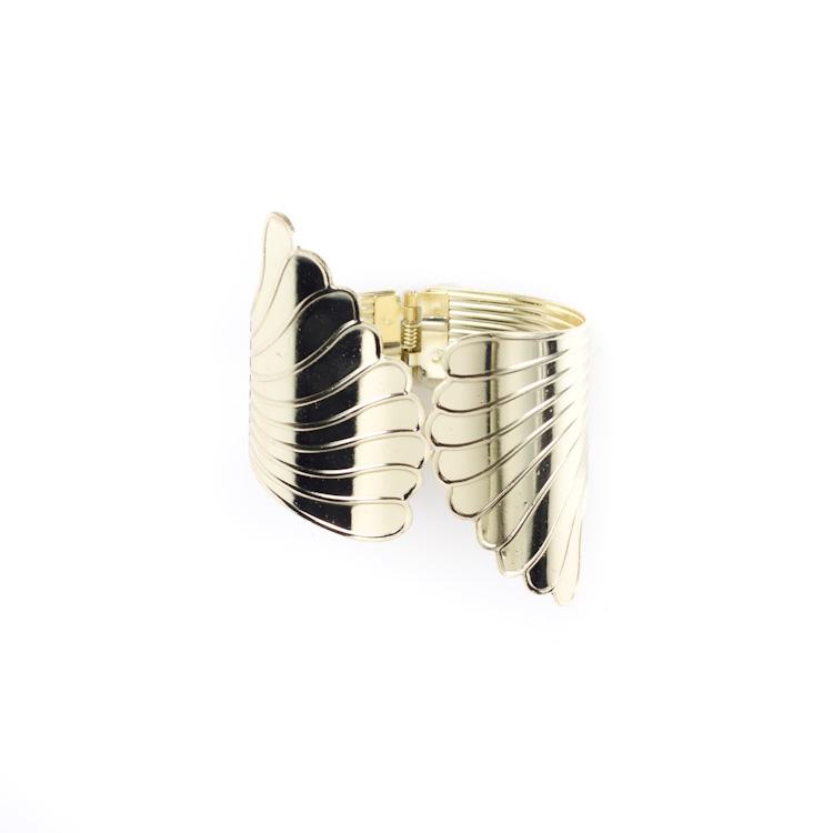 Подхват для штор Мир мануфактуры, цвет: золотистый. 688677688677_золотистыйПодхват для штор Мир мануфактуры, выполненный из металла, предназначен как для фиксацииштор, так и для формирования декоративных складок на ткани.Изделие придаст шторам восхитительный, стильный внешний вид и добавит уют в интерьер помещения. Диаметр подхвата: 6 см.