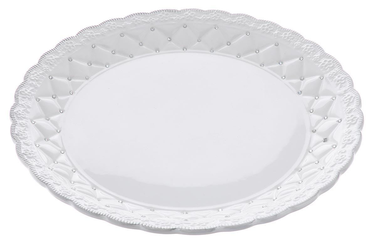 Блюдо Loraine Ажур, диаметр 30,5 см23845Блюдо Loraine Ажур, изготовленное из высококачественного доломита, украшено оригинальным ажурным узором и стразами. Стильная форма и интересное исполнение идеально впишутся в любой стиль, а универсальный белый цвет подойдет к любой мебели.Такое блюдо принесет новизну в вашу кухню и приятно порадует глаз.Диаметр (по верхнему краю): 30,5 см.Высота: 3,5 см.