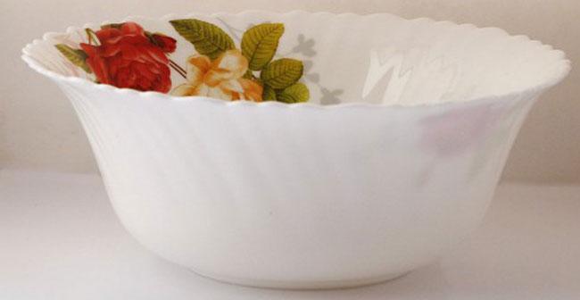 Салатник Chinbull Рона, диаметр 23 смOLHW-90/315Салатник Chinbull Рона, выполненный из высококачественной стеклокерамики, декорирован изображением цветов. Изящный дизайн придется по вкусу и ценителям классики, и тем, кто предпочитает утонченность и изысканность. Салатник Chinbull Рона идеально подойдет для сервировки стола и станет отличным подарком к любому празднику.Диаметр (по верхнему краю): 23 см.