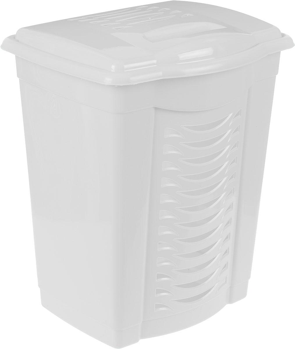 """Легкая и удобная корзина """"Альтернатива"""" прямоугольной формы изготовлена из пластика. Она отлично подойдет для хранения белья перед стиркой. Стенки корзины декорированы перфорацией, что создаст идеальные условия для естественной вентиляции. Корзина оснащена крышкой. Такая корзина для белья прекрасно впишется в интерьер ванной комнаты."""