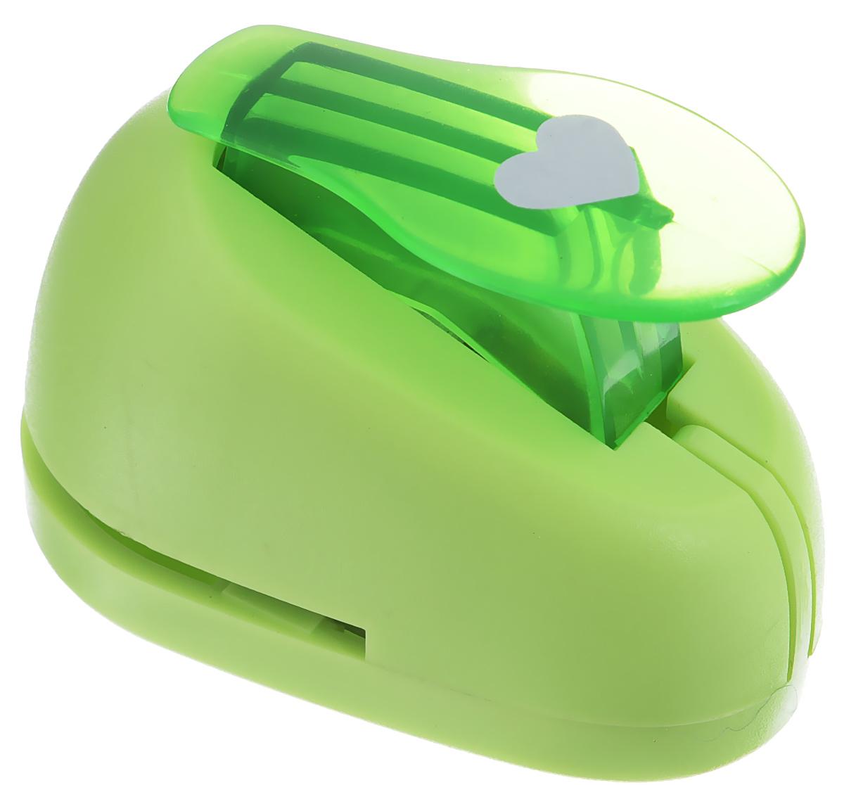 Дырокол фигурный Hobbyboom Сердце, №9, цвет: салатовый, 2,5 смCD-99M-009_салатовыйФигурный дырокол Hobbyboom Сердце предназначен для создания творческихработ в технике скрапбукинг. С его помощью можно оригинально оформитьоткрытки, украсить подарочные коробки, конверты, фотоальбомы.Дырокол вырезает из бумаги идеально ровные фигурки в виде сердец, такжеиспользуется для прорезания фигурных отверстий в бумаге.Предназначен для бумаги определенной плотности - до 200 г/м2. При применениина бумаге большей плотности или на картоне дырокол быстро затупится. Чтобызаточить нож компостера, нужно прокомпостировать самую тонкую наждачку.Чтобы смазать режущий механизм - парафинированную бумагу.Порядок работы: вставьте лист бумаги или картона в дырокол и надавите на рычаг. Размер вырезаемой части: 2,5 см х 2 см.